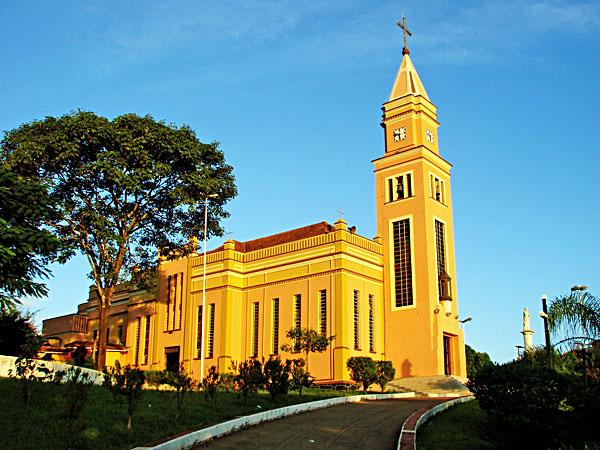 Igreja Santa Terezinha em Bandeirantes