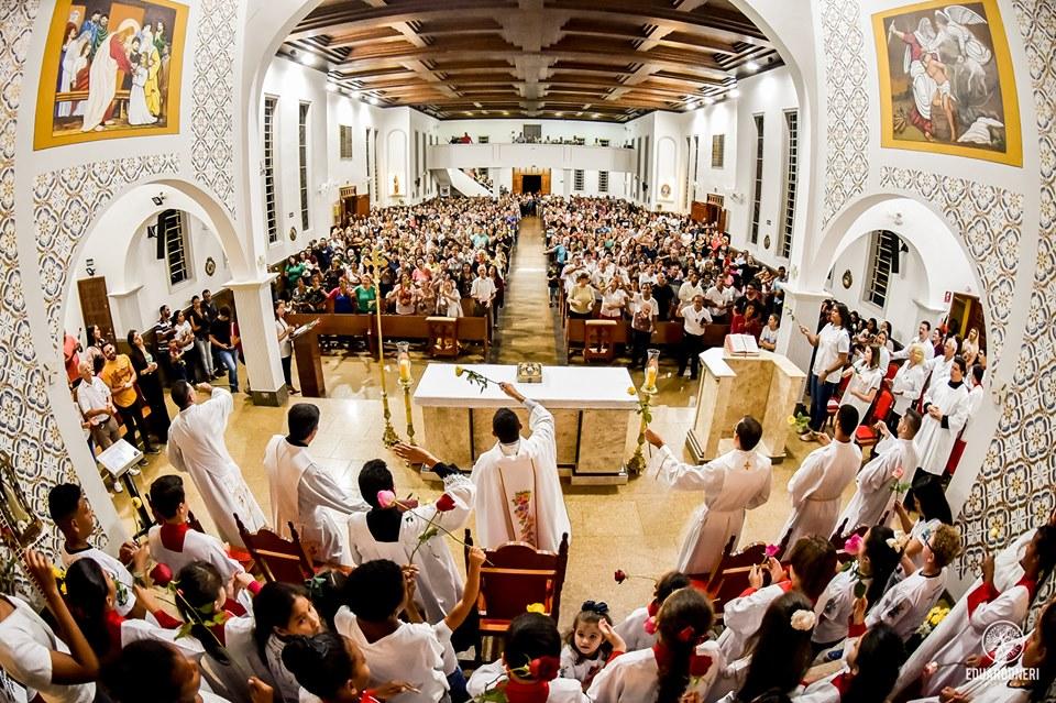 Missa das Rosas de Santa Terezinha do Menino Jesus